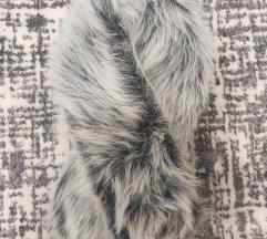 Сиво-бело крзненце за околу врат