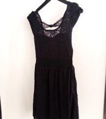 Црно чипкано фустанче
