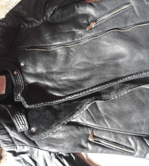 Debela crna kozhna jakna