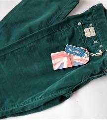 Novi  so etiketa PEPE JEANS pantaloni !