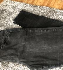 црни фармерки!