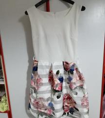 Фустан бел со цветови