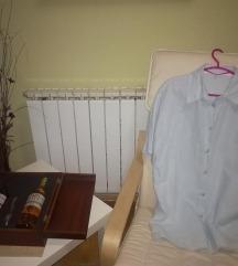 Плава кошула како наметка