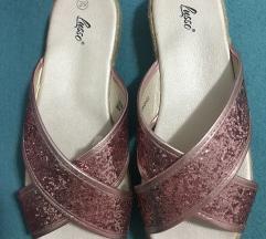 Interesni papuci na platforma