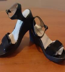 сандали лаковани