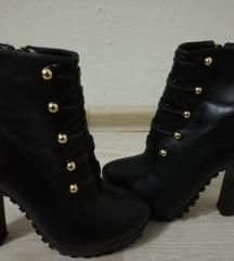 Нови чизми на штикла