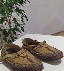 Опинци за во играотна / кожени чевли