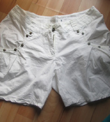 Кратки бели шорцеви