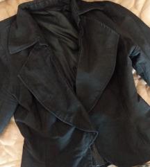 Crno kratko zensko sako