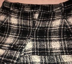 Kratki karirani pantaloni