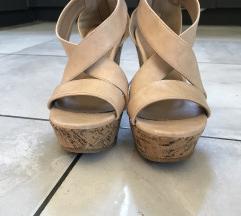 Moderni sandali na pluta