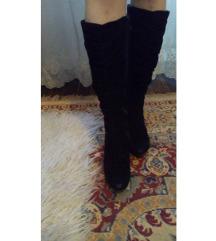 Црни чизми до колена