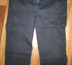 Pantaloni crni