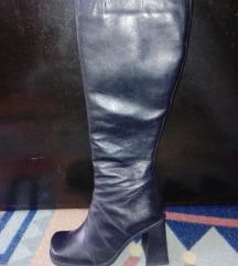 Продавам нови кожни чизми 38