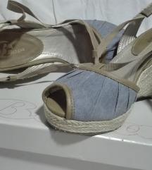 Bata sandali