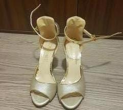Zlatni sandali koza