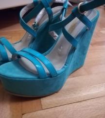 Sandalki na polna peta.