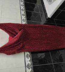 Crven svetkav fustan