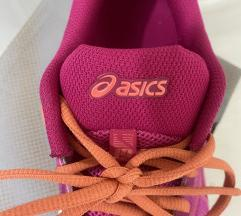 Asics patiki so kutija