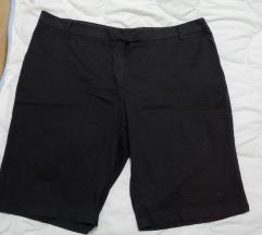 Crni dokolena pantaloni br 20
