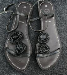 Pelle vera некористени рамни сандали