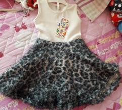 Novo zensko fustance so etiketa