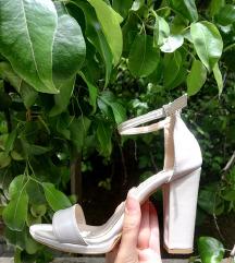 Елегантни сандали како нови