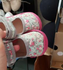 Komplet obuvki za devojcence