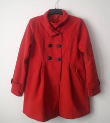 Црвен, зимски капут
