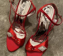Novi sandali nenoseni.