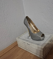 Продавам сандалки