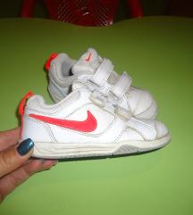 Nike patiki br.25