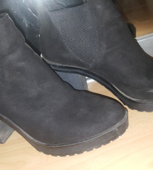 Бершка црни чизмички