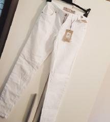 НАМАЛЕНИЕ на неносени бели фармерки