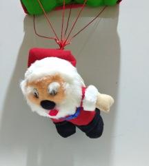 Дедо Мраз со падобран