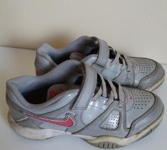 Patiki Nike 34