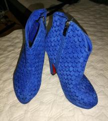 Сини чизмички