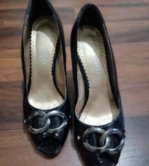 Crni lakovani sandali