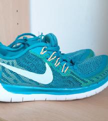 Patiki Nike br.36