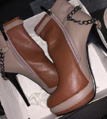 Нови чизми со високи потпетици