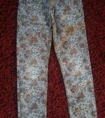Pantaloni cvetni