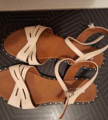 Рамни кремасти сандали бр 40