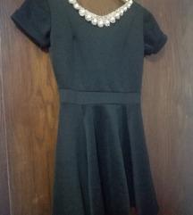 Crno kratko fustance