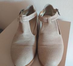 Чевлички кремави 39