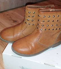 Женски чизмички бр.35