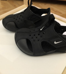 Nike sandali br.22