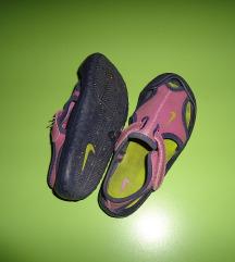 Nike sandali br. 25