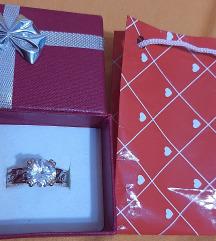 Nov srebren prsten so pozlata