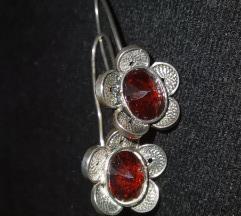 Филигрански обетки со црвен камен