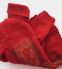 Црвен џемпер